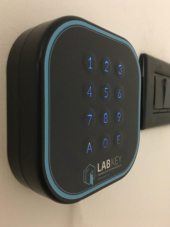Controllo accessi retroilluminato LabKey.io | Apertura varchi da remoto