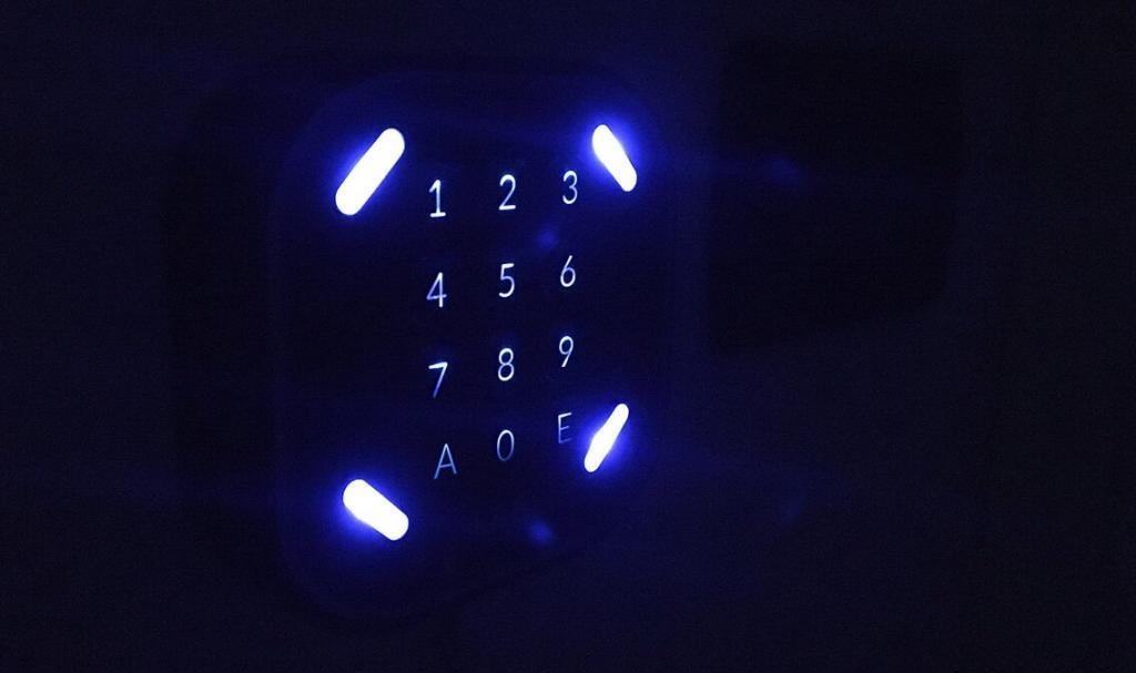 Controllo accessi retroilluminato LabKey.io | Apertura varchi da remoto | apertura porte elettrificate